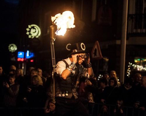 Straattheater straatanimatie vuurshow vuuract steltloper steltlopen